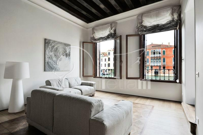 The Living and dining area with view of the Canal Grande - Ca' Corner Gheltoff - Venice - rentals