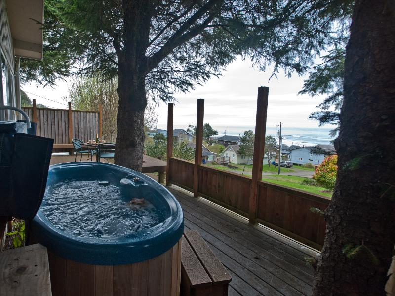 Romance - Hot Tub with a View - Romantic Couples Only! Ocean view house w/hot tub - Lincoln City - rentals