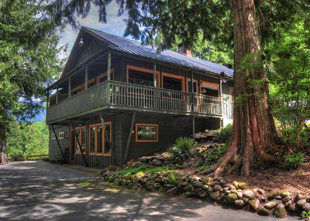 Crystal Creek Chalet -Secluded Riverfront, Dogs OK - Image 1 - Mount Hood - rentals