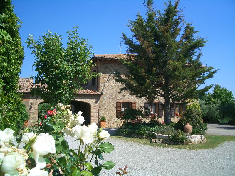 Tuscany Villa with Pool within Walking Distance of Town - Villa Monticchiello - Image 1 - Monticchiello - rentals