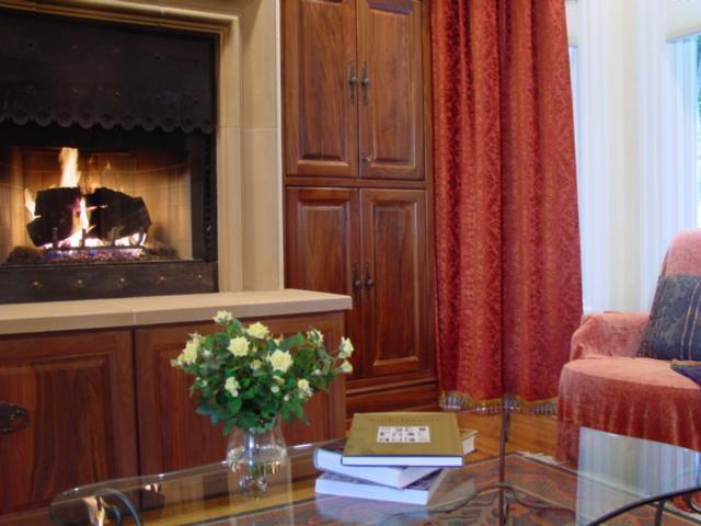 Fireplace - Luxury Tudor Flat Located in Historic North Beach - San Francisco - rentals