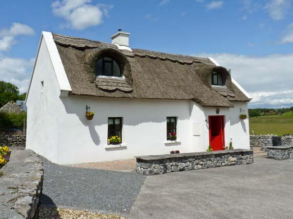 BALLYGLASS THATCHED COTTAGE, pet friendly, character holiday cottage, with a garden in Roscommon, County Roscommon, Ref 10139 - Image 1 - Roscommon - rentals