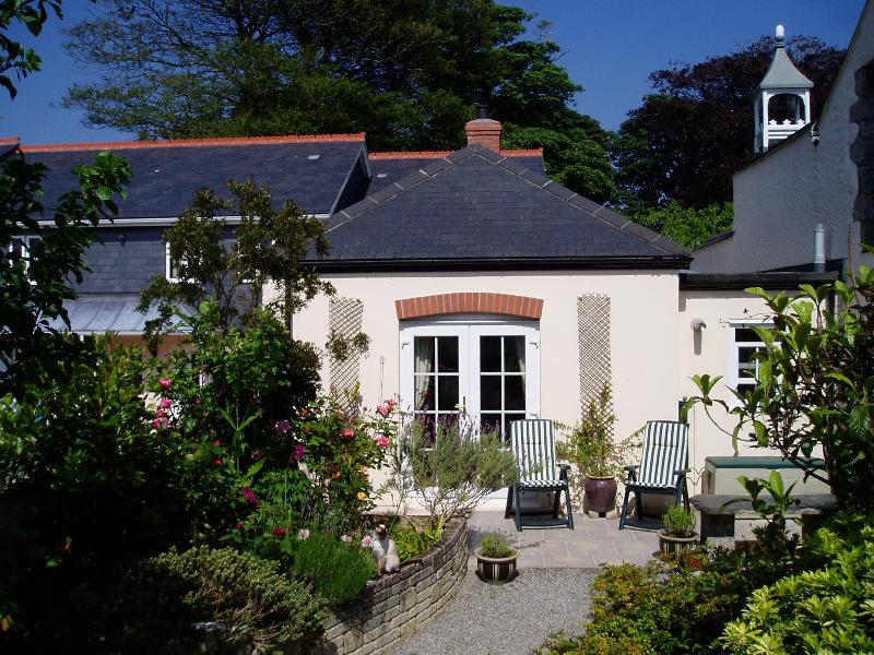 Bell Cottage from the garden - Cornwall, Bell Cottage, near Falmouth, sleeps two - Penryn - rentals