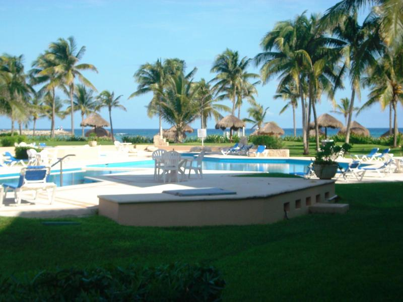 View to beach and ocean - *OCEANVIEW GROUNDFLOOR BEACH 2 POOLS WIFI DEALS!!! - Puerto Aventuras - rentals