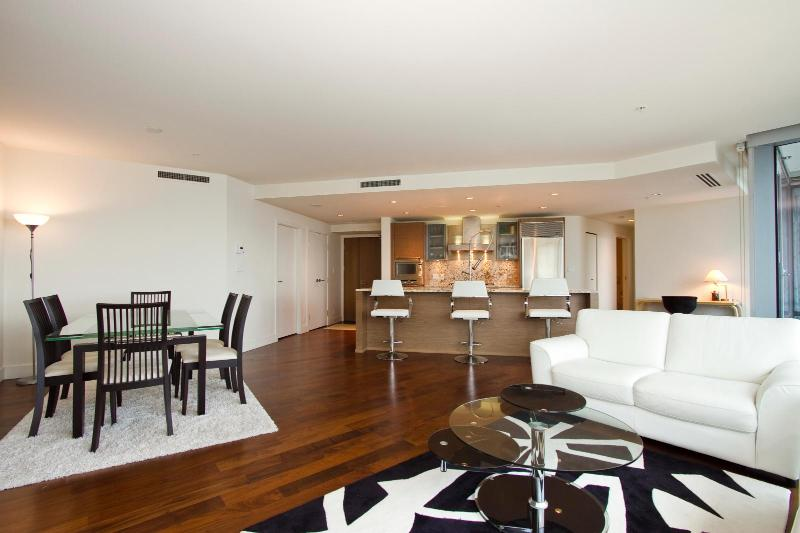 D19 - Luxury 2 bedroom at the Shangrila - Image 1 - Vancouver - rentals