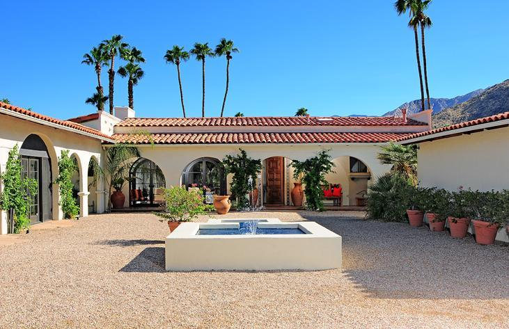 front courtyard, fountain - Casa Aguila   Palm Springs Most Glamorous Estate - Palm Springs - rentals
