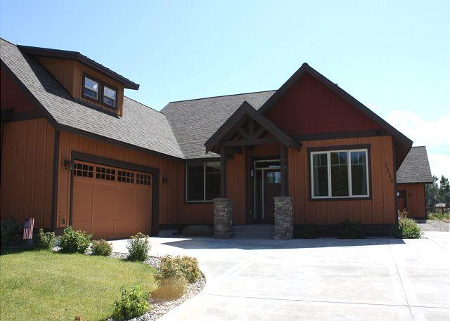 Front driveway to the home - Legends Retreat at Bridger Creek - Bozeman - rentals