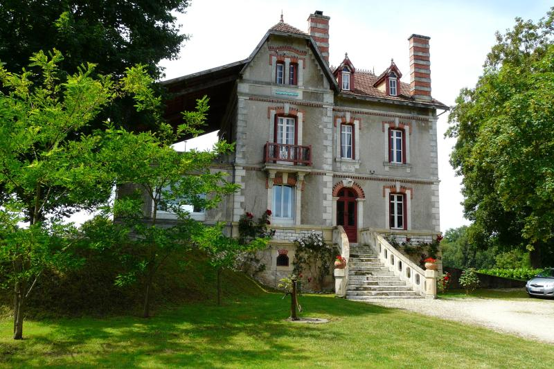 front villa - 8 bedroom Villa plus Lodge by Dordogne river. - Mouleydier - rentals