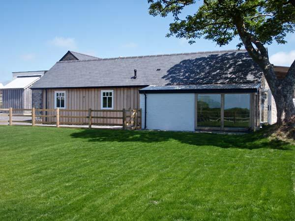 Y CARTWS, pet friendly, luxury holiday cottage, with a garden in Newport, Pembrokeshire, Ref 6162 - Image 1 - Newport - rentals