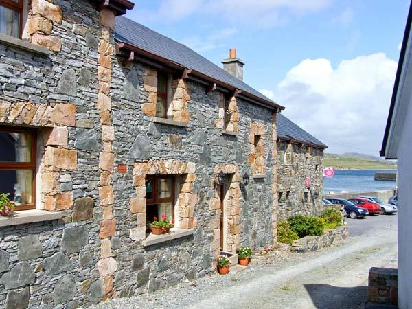 KING COTTAGE, family friendly, with a garden in Cleggan, County Galway, Ref 8315 - Image 1 - Cleggan - rentals