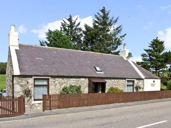 BLACKHALL COTTAGE, family friendly, country holiday cottage, with a patio in Drummuir, Ref 8933 - Image 1 - Dufftown - rentals