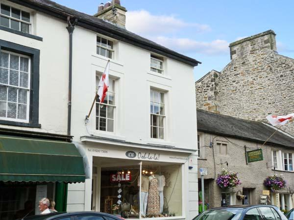 PARMA VIOLET, family friendly, luxury holiday cottage, with open fire in Kirkby Lonsdale, Ref 6493 - Image 1 - Kirkby Lonsdale - rentals
