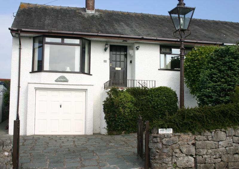Front of property with views over Morecambe Bay - Lothlorien - Grange-Over-Sands - Grange-over-Sands - rentals