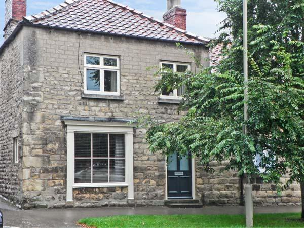 COBBLER'S COTTAGE, pet friendly, character holiday cottage in Pickering, Ref 8381 - Image 1 - Pickering - rentals