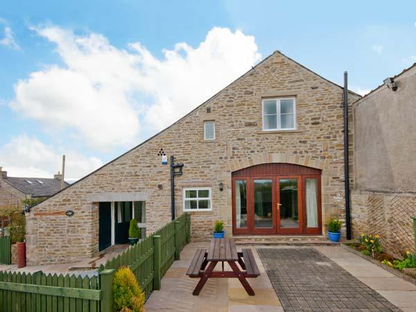 SWALLOW COTTAGE, character holiday cottage, with a garden in High Bentham, Ref 8776 - Image 1 - Fourstones Near Bentham - rentals
