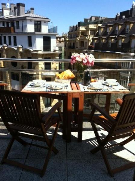 Wonderful deck for breakfast or a late sunset beer!! - Awesome penthouse in the heart of San Sebastian - San Sebastian - rentals