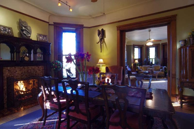 Dining Room w/Fireplace and Candlelight - 3RD FLOOR FAMILY SUITE -MINI MANSION- NEAR DOWNTOWN - Chicago - rentals