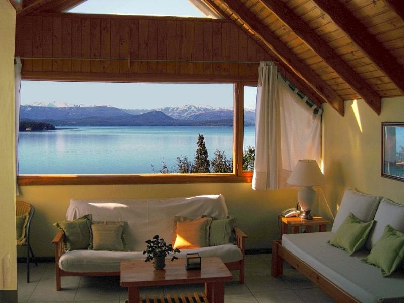 Living Room - Glorious Lake View, Great Location, Great Value - San Carlos de Bariloche - rentals