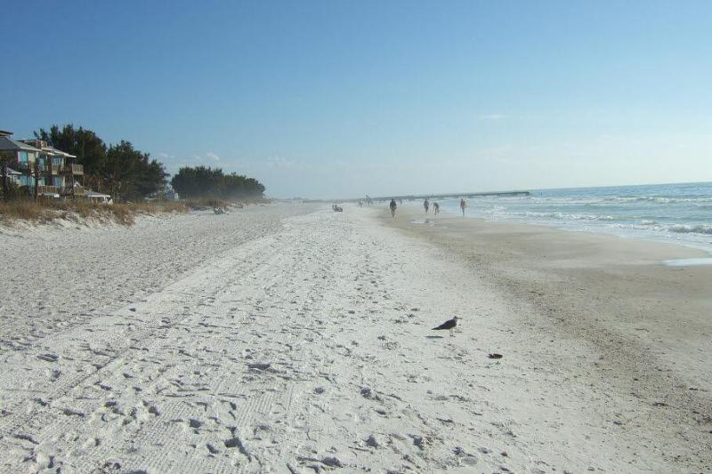 Miles of Beach - Bermuda Bay Club  between the Beach and the Bay - Bradenton Beach - rentals