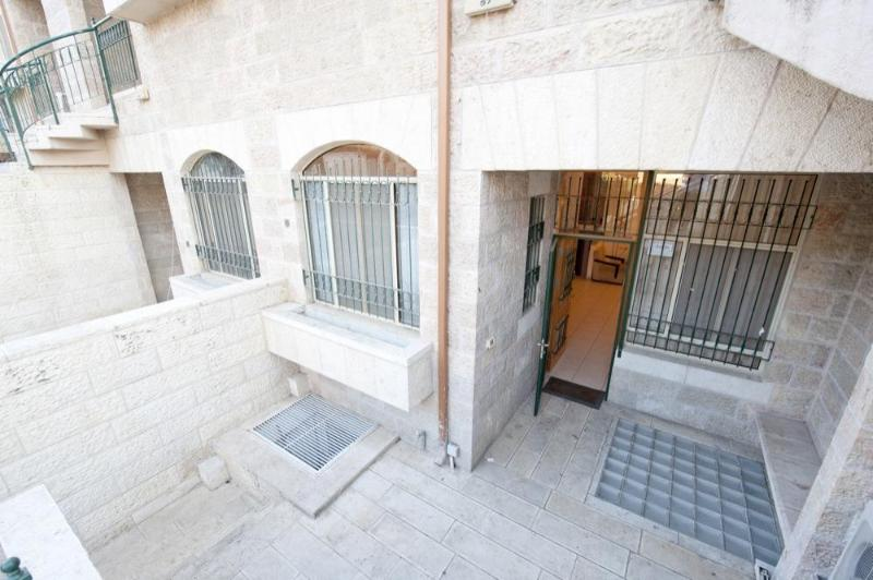 Overhead view of entrance to Villa - 5 bedroom TOWNHOME Jerusalem VACATION Apartment! - Jerusalem - rentals