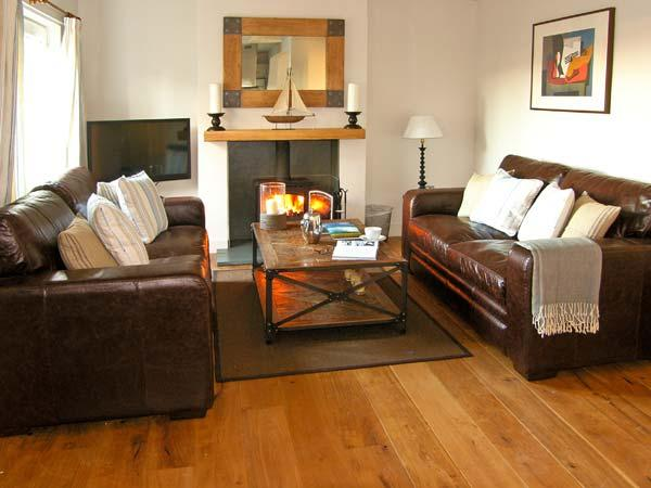 CRASTER REACH, family friendly, luxury holiday cottage, with a garden in Craster, Ref 10782 - Image 1 - Craster - rentals