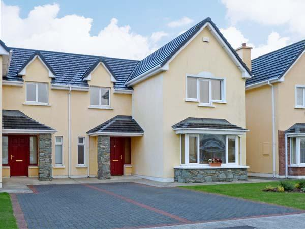 37 ROSSDARA, family friendly, country holiday cottage, with a garden in Killarney, County Kerry, Ref 8213 - Image 1 - Killarney - rentals
