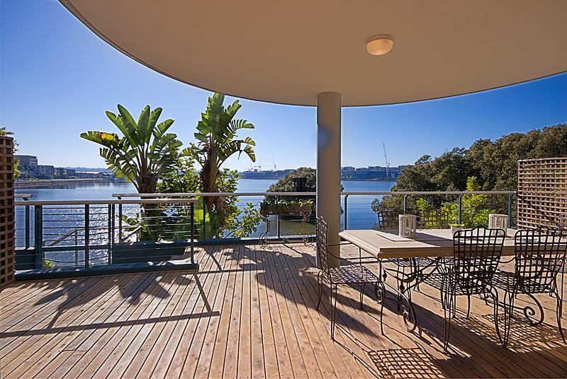 Spacious Balcony with water views - Complete Waterfront Luxury ap Olympic Pk Break Bay - Sydney Olympic Park - rentals