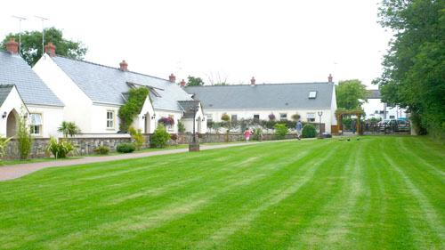 Child Friendly Holiday Cottage - 4 Tudor Lodge Cottages, Jameston - Image 1 - Jameston - rentals