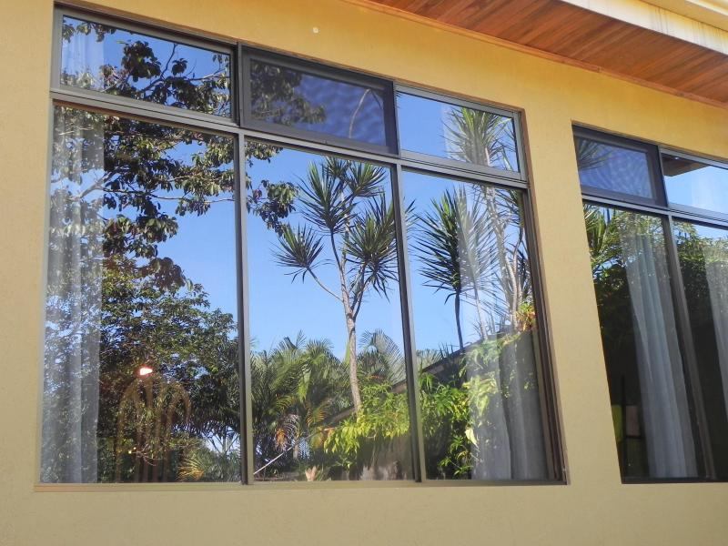 Very large windows with magnificent mountain views - Beautiful House 15 minutes from main airport (SJO) - Alajuela - rentals