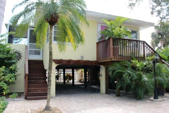 Street side Exterior - A Private Retreat with Great Outdoor Living -  Cozy Cottage - Fort Myers Beach - rentals