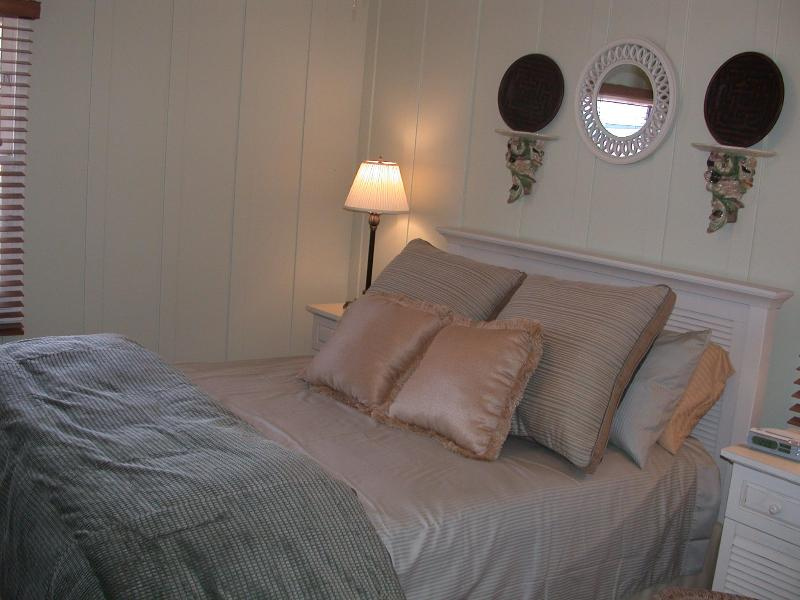 Cape Cod Bedroom - Ocean Beach Bungalow: BBB A + rated, Worry Free - San Diego - rentals
