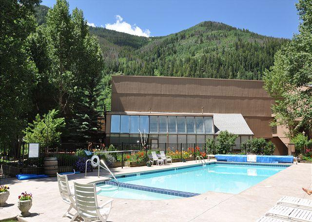 Pitkin Creek Summer Pool - Great Value studio at Pitkin Creek can sleep up to six people - Vail - rentals