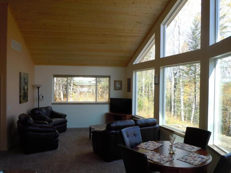 Open spacious living area - Rose Ridge: Upscale Cottage with a view! - Palmer - rentals
