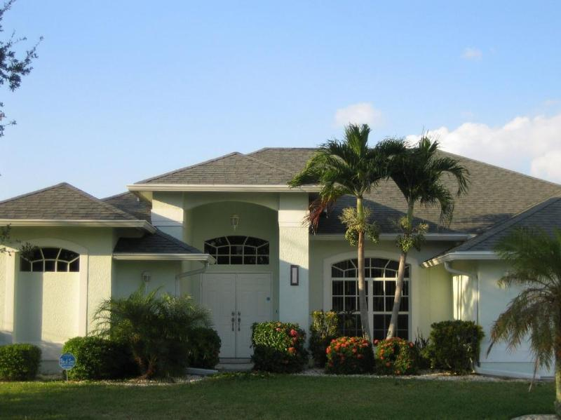 House Front - ADAGIO VILLA heated pool, Gulf canal, AWARD WINNER - Cape Coral - rentals