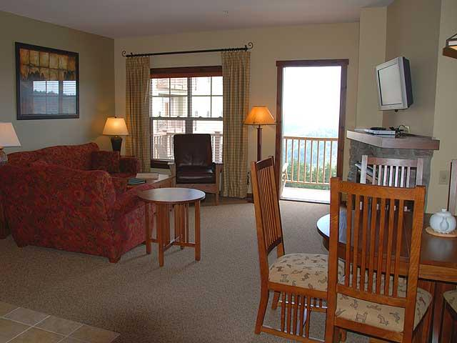 Soaring Eagle 210: 2 Bedrooms, 2 Baths. Ski In/Ski Out. Hot Tubs on site. - Soaring Eagle - 210 - Snowshoe - rentals