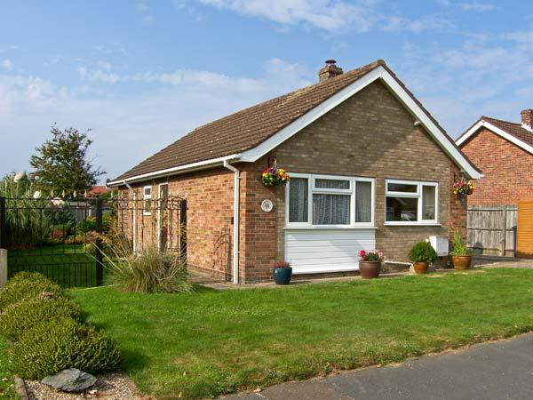 MERAWAY, family friendly, with a garden in Trunch, Ref 8616 - Image 1 - North Walsham - rentals