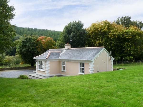 FALLOWFIELD COTTAGE, pet friendly, country holiday cottage, with a garden in Cahir, Ref 10500 - Image 1 - Cahir - rentals
