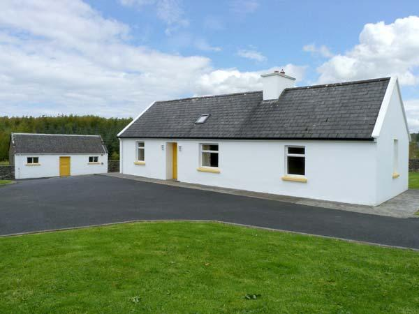 GROVE COTTAGE, pet friendly, with a garden in Lisdoonvarna, County Clare, Ref 10585 - Image 1 - Lisdoonvarna - rentals