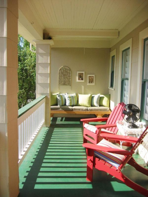 Begin and end your day on the spacious, private porch - Elegantly Restored-Hawthorne Dist-5min to Downtown - Portland - rentals
