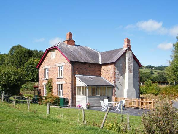 2 SILURIA COTTAGE, family friendly, character holiday cottage, with a garden in Walton, Ref 11355 - Image 1 - Walton - rentals