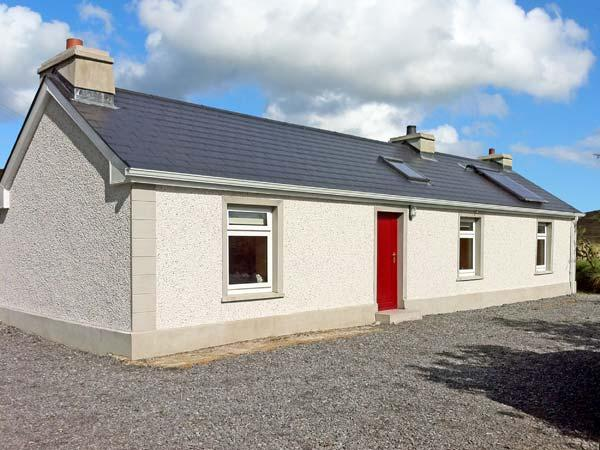 CARNAWEEN VIEW, pet friendly, country holiday cottage, with a garden in Glenties, Ref 9860 - Image 1 - Glenties - rentals