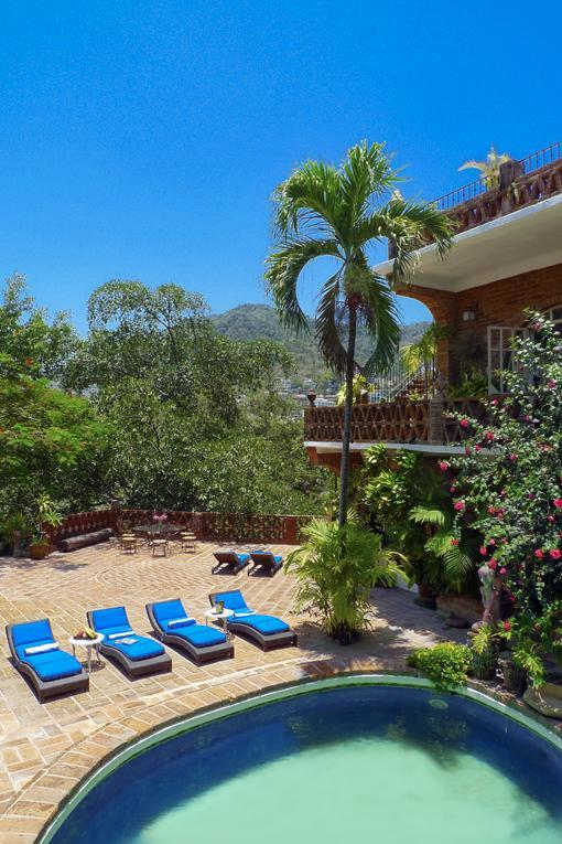 The courtyard is perfect spot for sunbathing, bird-iguana-watching and relaxing. - Villa Leonarda Artsy Vintage Hollywood - Puerto Vallarta - rentals