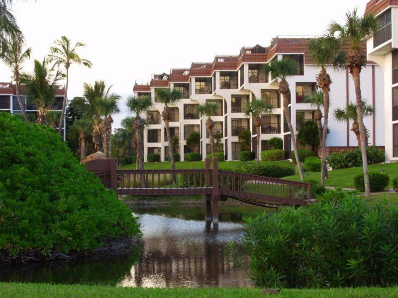 Outside condo - Sanibel Island 2 bedroom condo with gulf views - Sanibel Island - rentals