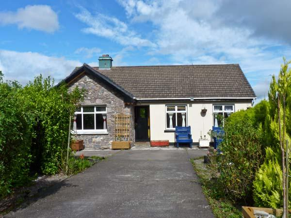 FRANKIE'S COTTAGE, family friendly, country holiday cottage, with a garden in Killarney, Ref 10877 - Image 1 - Killarney - rentals