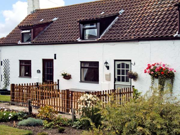 1 THE HOMESTEAD, pet friendly, character holiday cottage, with a garden in Osgodby, Ref 11146 - Image 1 - Market Rasen - rentals