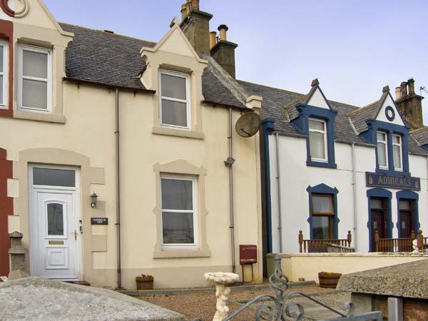 HARBOUR VIEW , pet friendly, with a garden in Findochty, Ref 6860 - Image 1 - Buckie - rentals