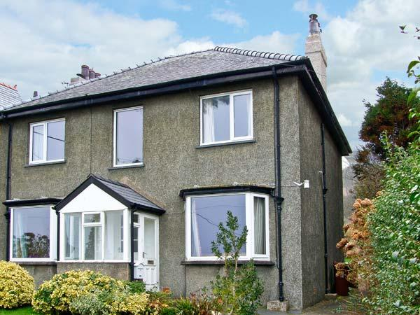 BRON DANW, character holiday cottage, with a garden in Llwyngwril, Ref 10072 - Image 1 - Llwyngwril - rentals