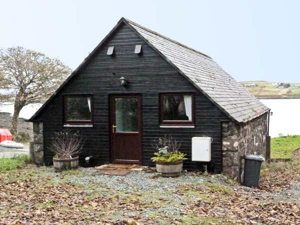 GRESHORNISH BOATHOUSE, pet friendly, country holiday cottage in Dunvegan, Isle Of Skye, Ref 9279 - Image 1 - Dunvegan - rentals