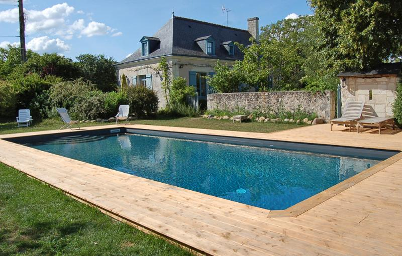 Loire Valley House near Historic Chateaux and Vineyards - Maison Bourgueil - Image 1 - Bourgueil - rentals