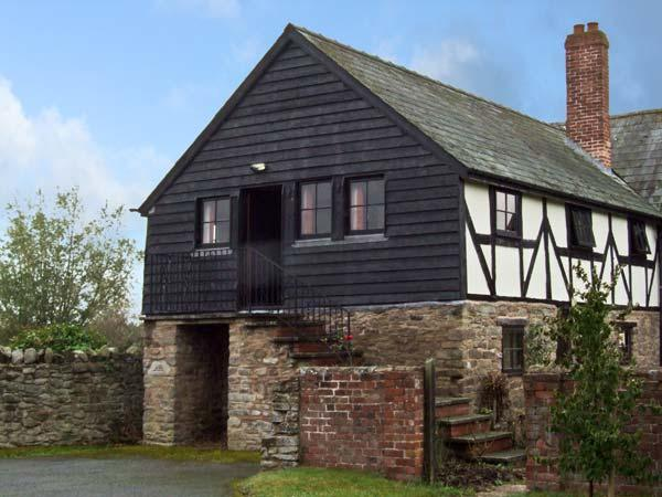 THE CIDER PRESS, romantic, character holiday cottage, with a garden in Brinsop, Ref 11624 - Image 1 - Hereford - rentals
